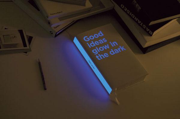 foto de livro que brilha no escuro